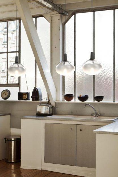 szklana lampa wisząca do kuchni aranżacja