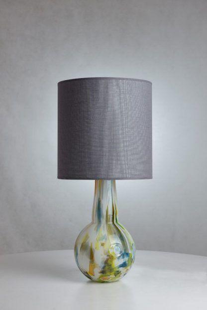 szklana lampka do salonu - kolorowe szkło z abażurem