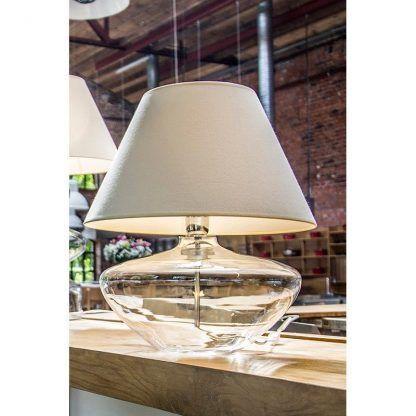 szklana transparentna lampa stołowa na dębowy stół