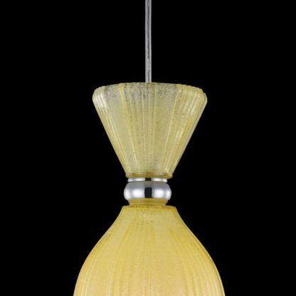szklana żółta lampa wisząca ze srebrną kulką