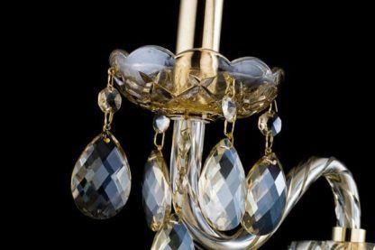 Szklane detale w wykończeniu żyrandolu z kryształkami