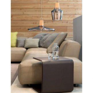 szklane lampy do salonu drewniana ściana