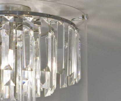 szklany plafon z kryształami pionowymi