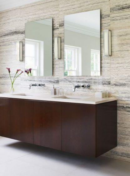 trzy kinkiety do łazienki obok luster - kremowe prostokątne