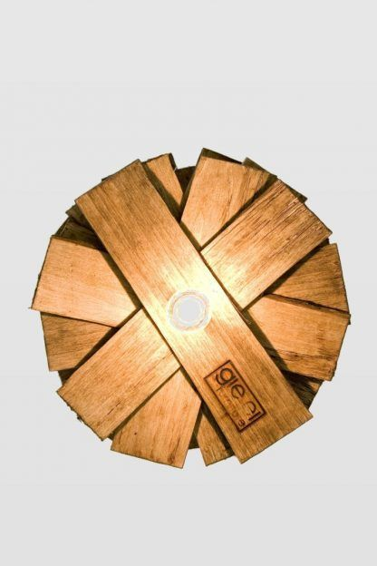 wisząca lampa nowoczesna z drewnianych listew