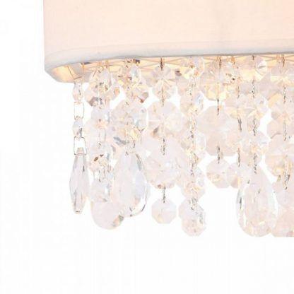 wiszące kryształy w lampie