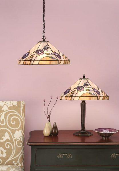 witrażowe lampy w fioletowe kwiaty pastelowy salon