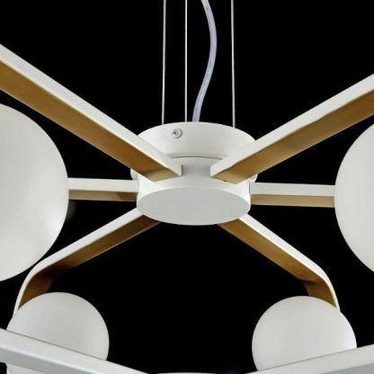 zbliżenie na lampę 64841