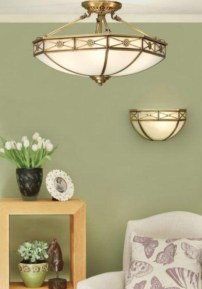 zestaw klasycznych szklanych lamp na jasnozielonym tle