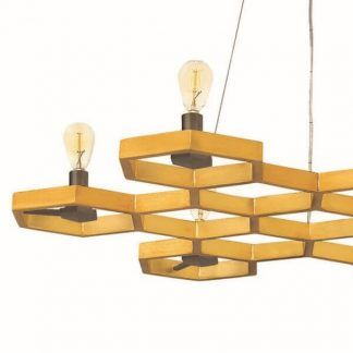 Złote wykończenie geometryczne w lampie wiszącej