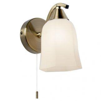 złoty kinkiet z mlecznym kloszem i wyłącznikiem sznurkiem