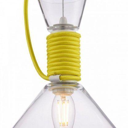 żołty sznurek w lampie wiszacej szklanej
