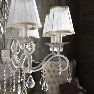 żyrandol z abażurami i świecznikami - biały materiał