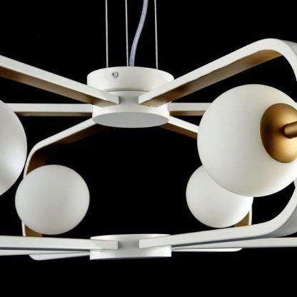 żyrandol z nowoczesnymi kulami szklanymi białymi - salon