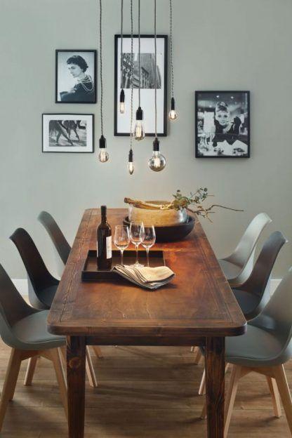szare żarówki edisona nad drewniany stół aranżacja