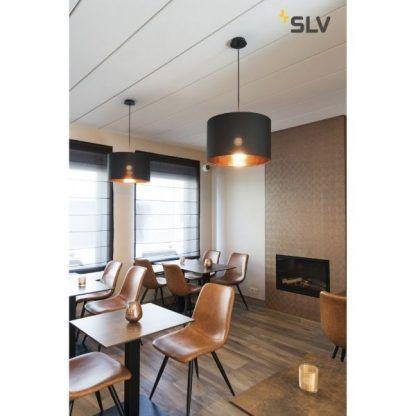 czarna lampa wisząca ze złotym kloszem w środku do jadalni