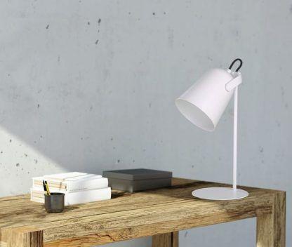 biała lampka biurkowa dziecięca do nauki