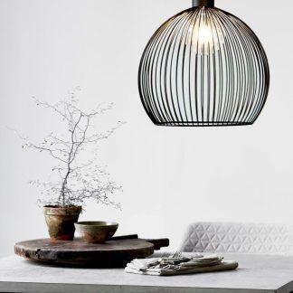 druciana lampa wisząca z żarówką dekoracyjną