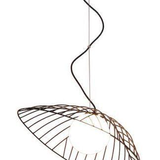 druciana lampa wisząca ze szklanym kloszem w środku