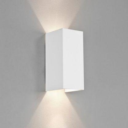 geometryczny kinkiet biały na korytarz i do salonu