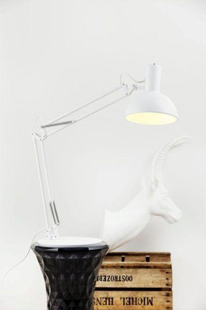lampa biurkowa do drewnianego stołu naturalnego