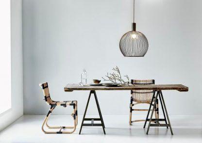 lampa druciana nad stołem w salonie - aranżacje