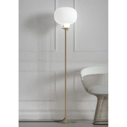 lampa stojąca do salonu - szklana biała kula