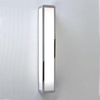 lampa ścienna do łazienki obok lustra - nowoczesna