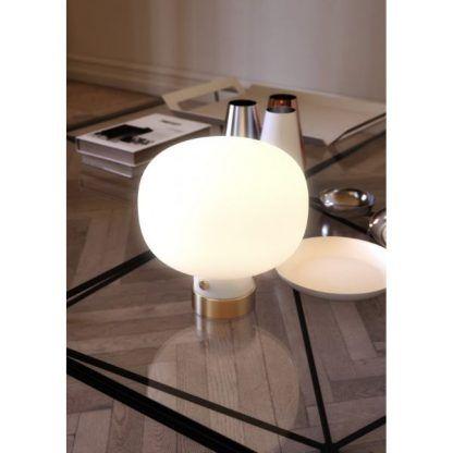 lampa stołowa - biała kula ze szkła