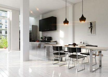 czarne i miedziane lampy wiszące nad stół do salonu - aranżacja