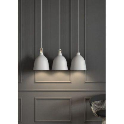 białe lampy wiszące nowoczesne do sypialni - aranżacja