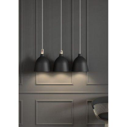 czarne lampy wiszace nowoczesne do salonu ijadalni