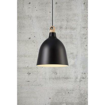 czarna lampa wiszaca w stylu nowoczesnym - betonowa ściana