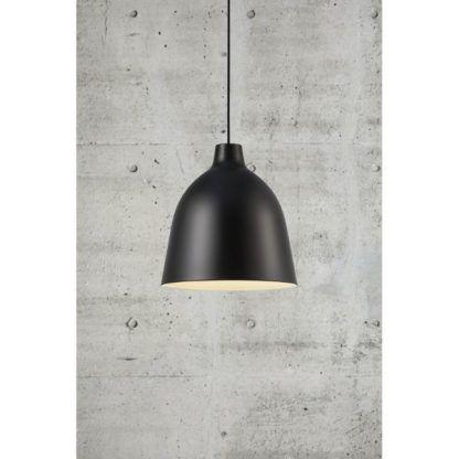 ciekawa czarna lampa wisząca do salonu z kloszem