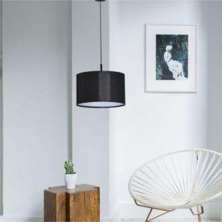 Lampa wisząca Simone nad fotel w salonie