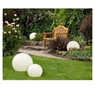 Lampa zewnętrzna Gaja dla podkreślenia piękna ogrodu