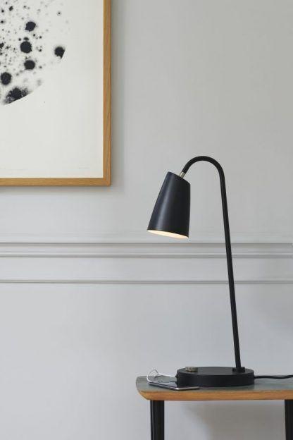 lampka biurkowa - salon nowoczesny - aranzacja