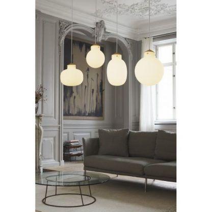 zdjęcie lamp wiszących szklanych kul w salonie