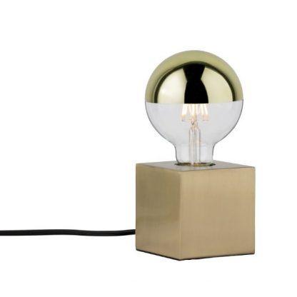 złota dekoracyjna żarówka w kwadratowej lampie