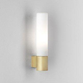 złoty kinkiet łazienkowy - tuba na ścianę z kloszem