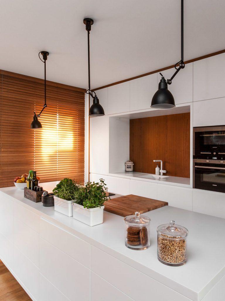 15-lampy-wiszące-na-wysięgniku-nad-wyspą-w-kuchni