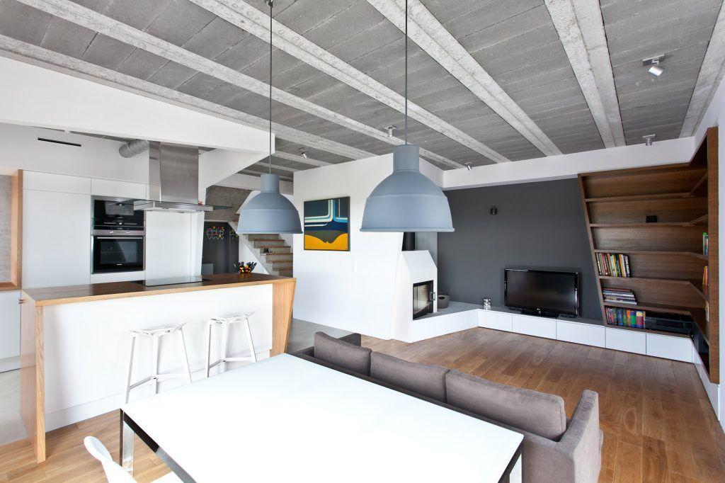 4-oświetlenie-nowoczesnego-salonu-lampami-wiszacymi