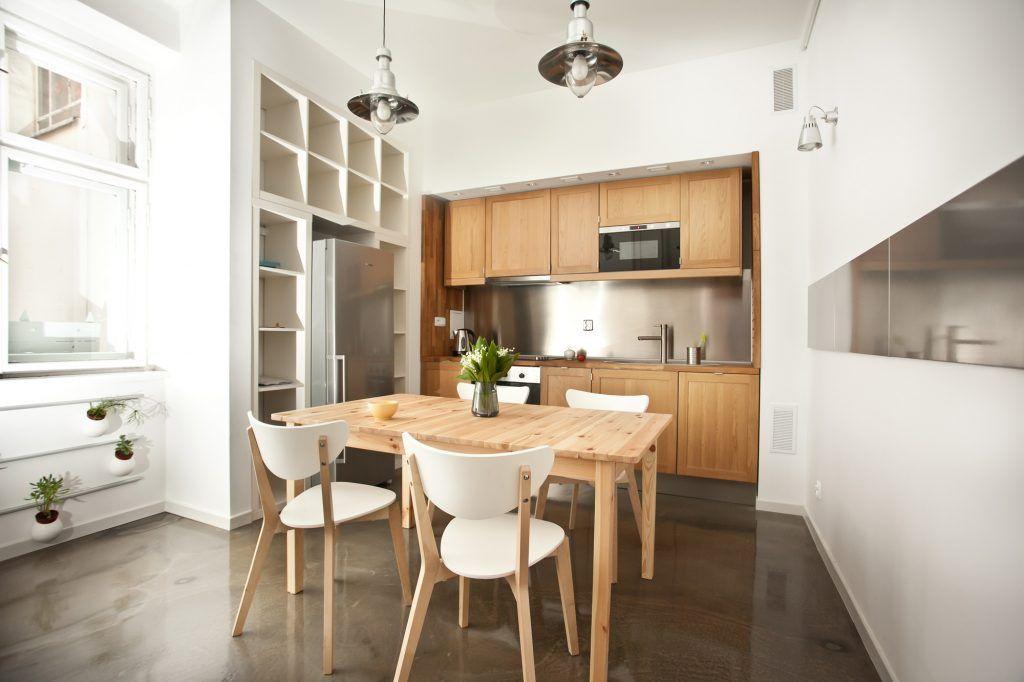 8-oświetlenie-industrialne-w-kuchni-z-drewnem