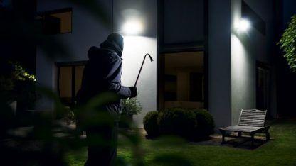 bezpieczne oświetlenie domu zewnętrzne