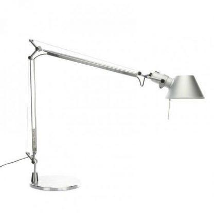 biała lampa biurkowa z regulowanym kloszem