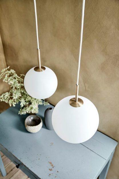 biała lampa wisząca szklane klosze złote detale