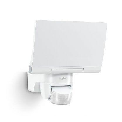 biały naświetlacz led z czujnikiem ruchu