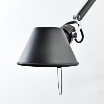 czarna lampa biurkowa regulowana nowoczesna