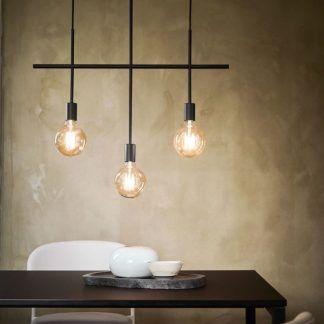 czarna lampa wisząca nad stół industrialna