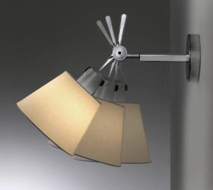 regulowany srebrny kinkiet z pergaminowym abażurem